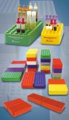 Штативы лабораторные цветные.