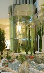 Лифты панорамные (с прозрачными кабинами)...