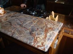 Мраморная кухонная столешница под плиту