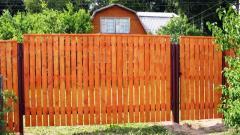 Деревянный забор вертикальный