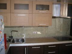 Кухонный фартук из калённого стекла