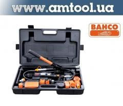 Hydraulic tool kit for the straightening of the
