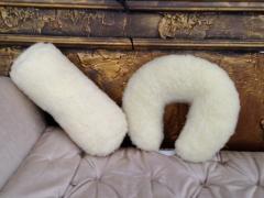 Las almohadas el rodillo, el cruasán de piel
