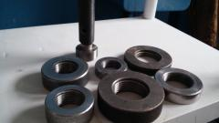 Rings threaded, slit we will make according to