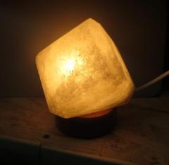"""Соляной светильник """"Кубик на"""