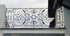 Ограждение на балкон кованое.