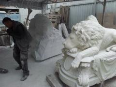 Создание скульптуры льва из белого мрамора