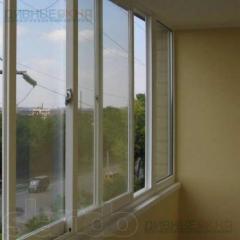 Пластикове балконне розсунення