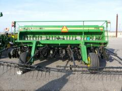 John deere 750 width is 4,5 m a grain seeder