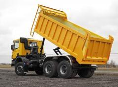 Hydraulic set on the dump truck