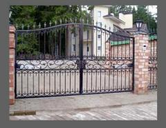 Gate with a gate
