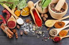 Spice mixtures for alcoholic beverage production