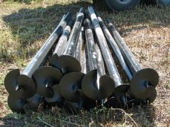 Screw piles with a cast tip for the base