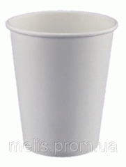 Big disposable paper cups of 520 ml pure from a