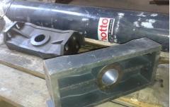 Hydraulic cylinder for semi-trailers