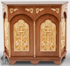 Жертвенник деревянный 3-гранный №1 с двумя дверцами и золочеными элементами