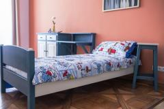 Комплект мебели для спальни - кровать, тумбочка,