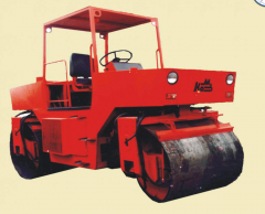 Dvukhvaltsevy compaction roller vibration