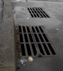 Συσκευή συλλογής βροχόνερου από σκυρόδεμα