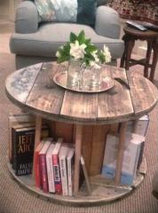 Состареная мебель. Винтажный журнальный столик