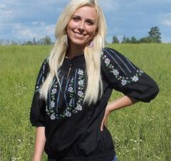 Женская вышиванка с вышивкой Фиалки
