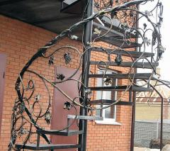 Лестницы винтовые кованые ЛП44