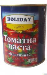 Premium tomato paste in tin bank