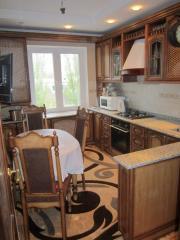 Кухни модульные из массива дерева