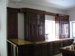 Шкафы кухонные из массива дерева