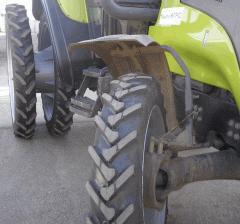 Трактор Valtra с одинарными передними и сдвоенными