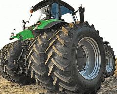 Трактор DEUTZ-FAHR с установленными