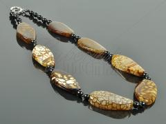 """Necklace from agate - to """"krakla"""