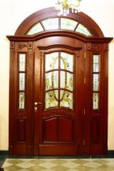 Двері дубові з різьбою