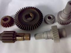 Gear wheels in assortment for the tool and the