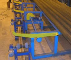 Live rolls for forward movement of pipes.