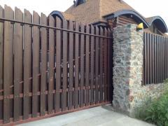 Секционный забор из натурального дерева