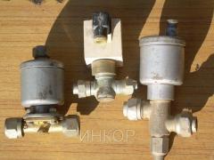 Gate valve locking checkpoint nipple nippelny