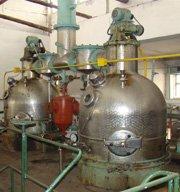 Vacuum evaporating device evaporating station
