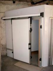 Block retractable holodozashchitny door. Working