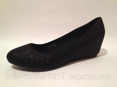 Туфли женские чёрные украшены пайедками на