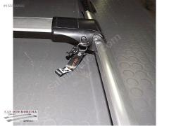 Cross luggage carrier on roof with the lock for
