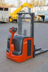 Electric stacker of Linde L 14І-372