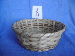 Form wattled round for a rasstoyka of bread