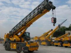 Automobile korotkobazovy hydraulic cranes (Hoisting cranes on the automobile chassis
