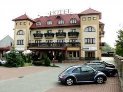 Предлагает готовые проекты гостиниц