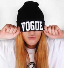 Стильная женская шапка Vogue