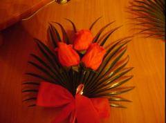 Композиции цветочные, ленты, украшения свадебные.