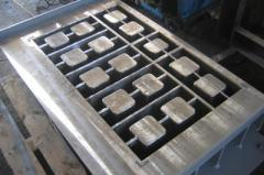 Compression molds for vibrating presses from the