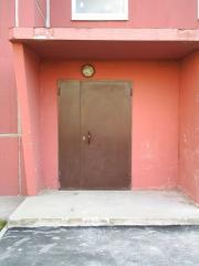 Металлические двери входние в подвал подьезд,