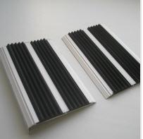 Antiskid overlays for steps